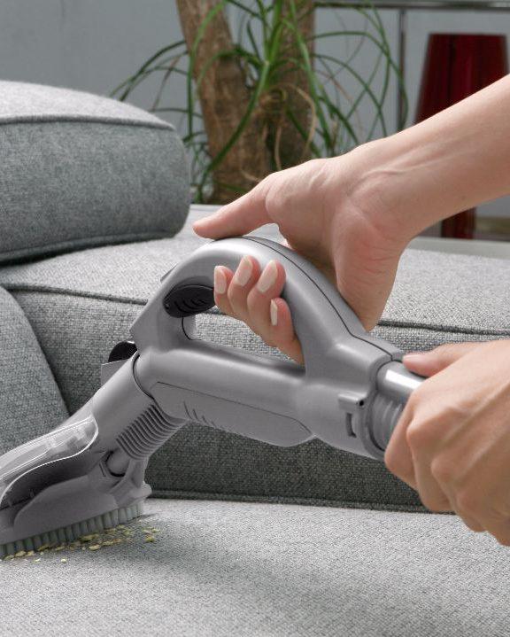 ¿Cómo limpiar un sofá de tela?