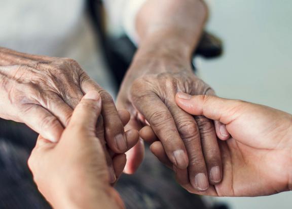 Consejos para cuidar una persona mayor en casa