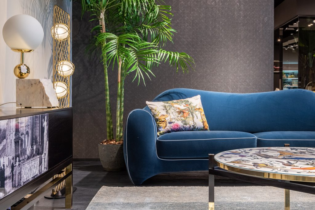 sofá-azul-marino-clásico